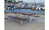 Ensemble bancs et table brun miel