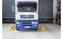 Lorry parking guide set