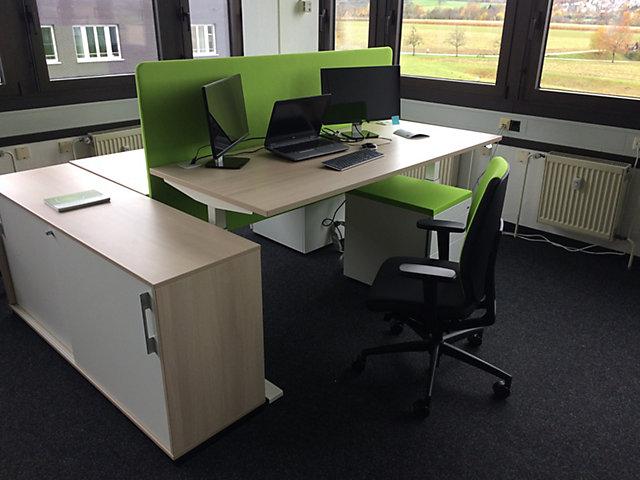 Neuer Arbeitsplatz im Büro