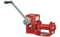 Manual wire rope winch with worm gears