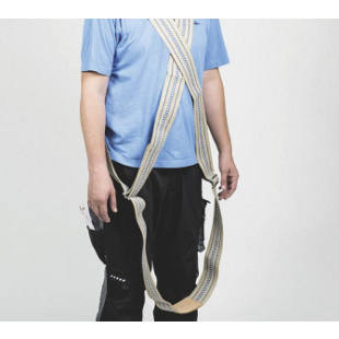 Diagonal safety lifting strap