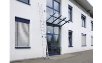 Height adjustable lean-to ladder