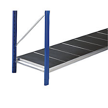 Wide span shelf level with smooth steel supports