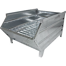 Box pallet made of sheet steel, with access opening